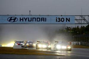 #1 Audi Sport Team Phoenx Audi R8 LMS GT3: Nico Müller, Dries Vanthoor, Frederic Vervisch leads