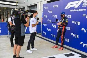 Stoffel Vandoorne intervista Max Verstappen, Red Bull Racing, dopo le qualifiche