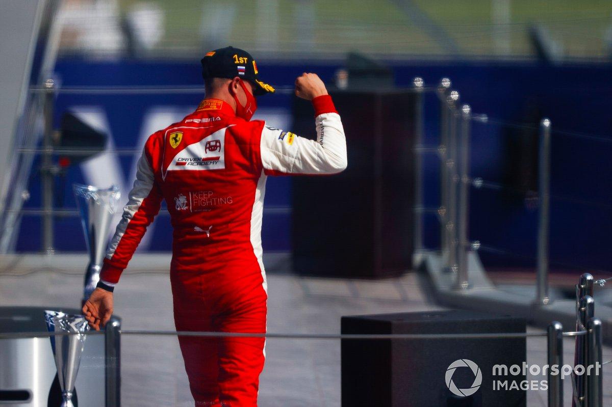 Il vincitore Mick Schumacher, Prema Racing festeggia sul podio
