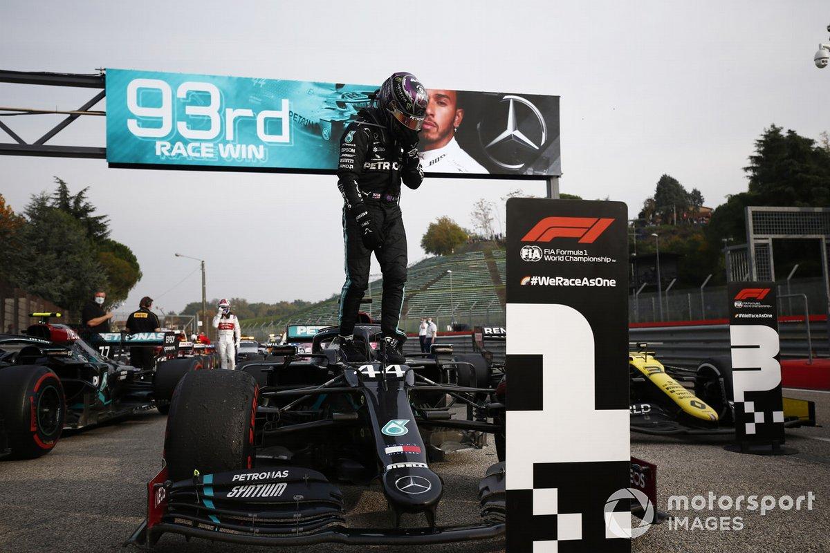 Lewis Hamilton, Mercedes-AMG F1, festeggia la vittoria al parc ferme