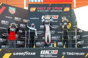 Podium: Race winner Jean-Karl Vernay, Mulsanne Alfa Romeo Giulietta TCR, second place Santiago Urrutia, Cyan Performance Lynk & Co 03 TCR, third place Gilles Magnus, Comtoyou Racing Audi RS3 LMS