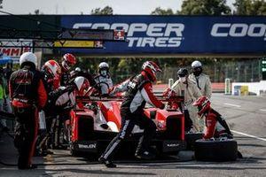 #31 Whelen Engineering Racing Cadillac DPi, DPi: Pipo Derani, Felipe Nasr, pit stop