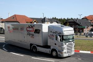 Renntransporter: Frikadelli Racing