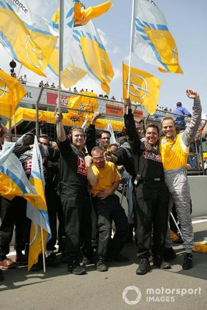 Marcel Tiemann celebrates with Opel mechanics after his race win