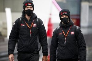 Romain Grosjean, Haas F1 and Kim Keedle, Physio for Romain Grosjean, Haas F1 arrive