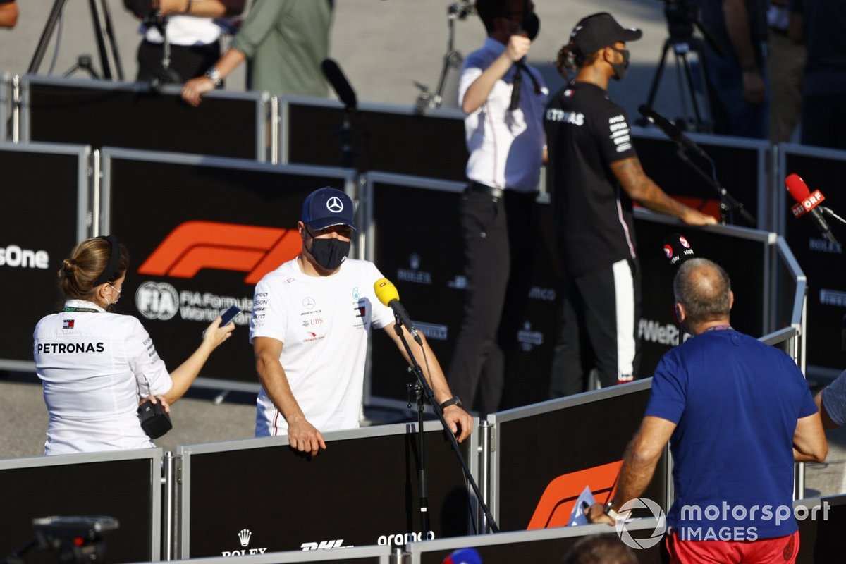Valtteri Bottas, Mercedes-AMG F1 e Lewis Hamilton, Mercedes-AMG F1 parla ai media