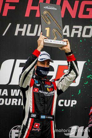 Podio:il vincitore Esteban Guerrieri, ALL-INKL.COM Münnich Motorsport Honda Civic TCR