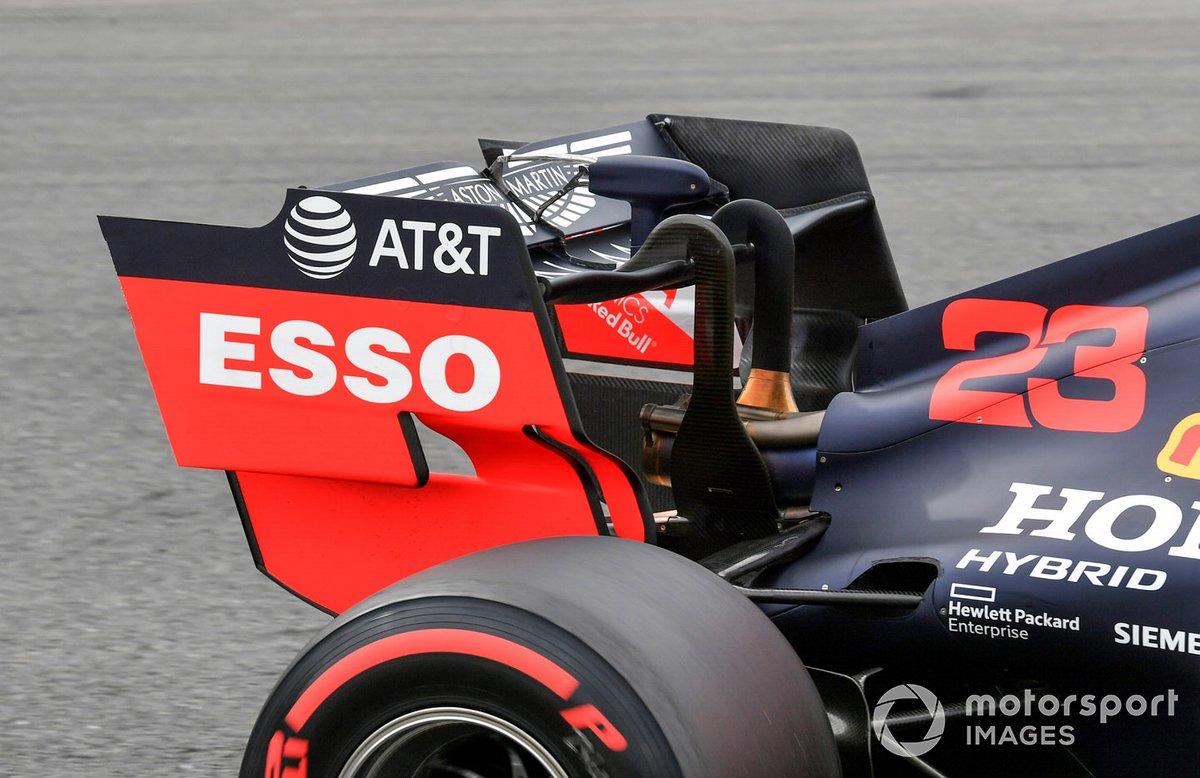 El alerón trasero y el sensor DRS del monoplaza de Alex Albon, Red Bull Racing RB16
