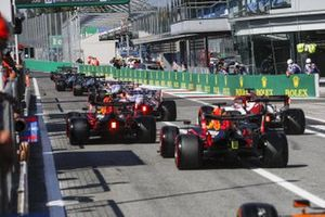 Alex Albon, Red Bull Racing RB16, Kimi Raikkonen, Alfa Romeo Racing C39, and Max Verstappen, Red Bull Racing RB16, head out of the pits behind the queue