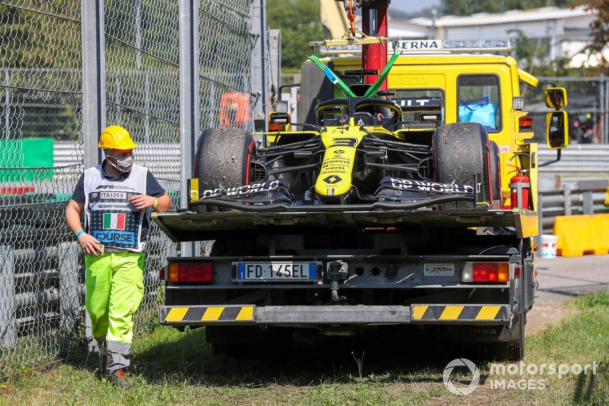 Auto di Daniel Ricciardo, Renault F1 Team R.S.20, sul retro di un camion dopo un guasto alla power unit