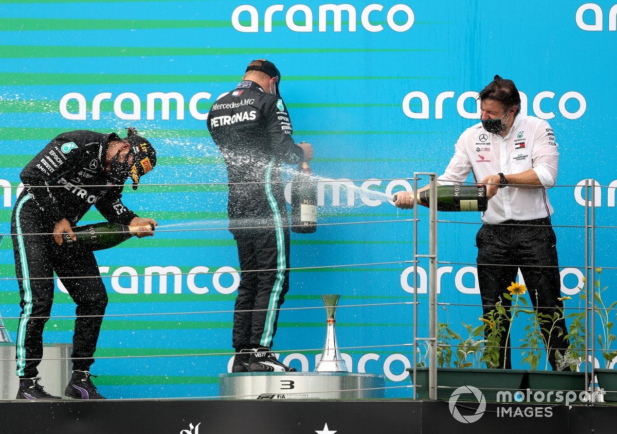Lewis Hamilton, Mercedes-AMG Petronas F1, 1st position, Valtteri Bottas, Mercedes-AMG Petronas F1, 3rd position, and Peter Bonnington, Race Engineer, Mercedes AMG, on the podium