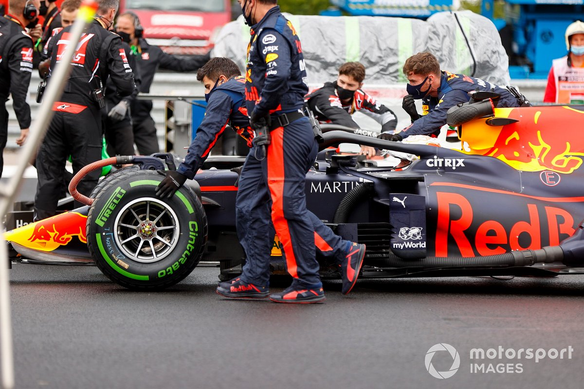 Max Verstappen, Red Bull Racing RB16 sulla griglia