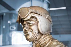 Статуя Брюса Макларена