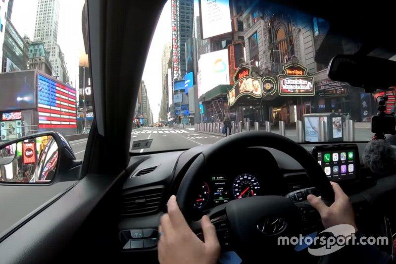 Viaggio in auto nella New York deserta per il Coronavirus