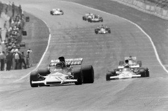 Jean-Pierre Beltoise, BRM P160C, Peter Revson, McLaren M19A Ford
