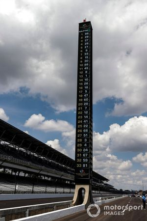 Scoring pylon at the end of the first run