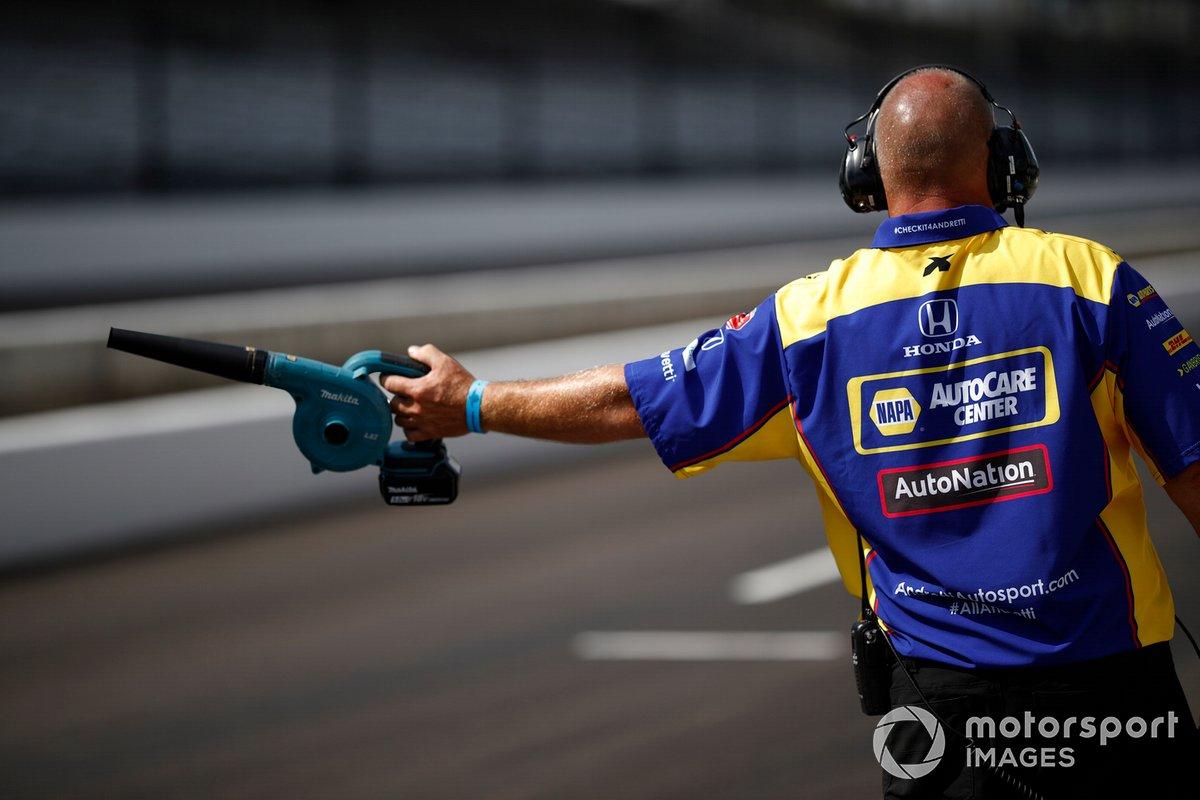 Alexander Rossi, Andretti Autosport Honda, leaf blower
