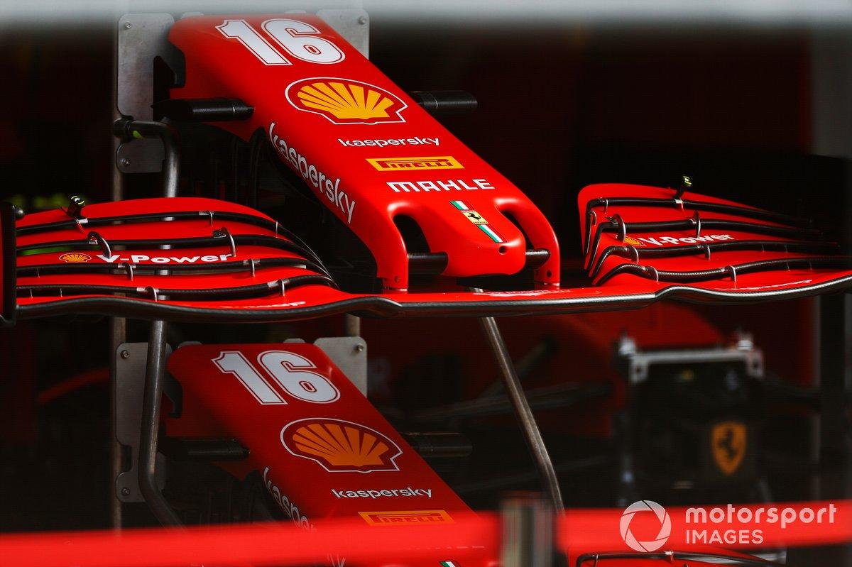 Los conos de la nariz del monoplaza de Charles Leclerc Ferrari SF1000 apilados