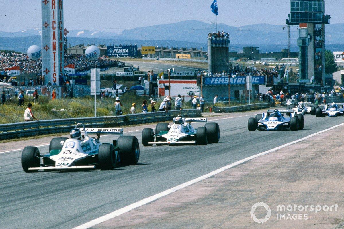 Однако еще до конца первого круга Лаффит поднялся в тройку, а на Пирони стал наседать Нельсон Пике из Brabham, приехавший в Испанию лидером сезона – их борьба видна на заднем плане