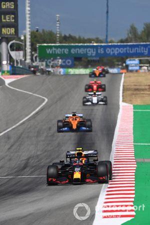 Alex Albon, Red Bull Racing RB16, leads Carlos Sainz Jr., McLaren MCL35, Pierre Gasly, AlphaTauri AT01, and Charles Leclerc, Ferrari SF1000