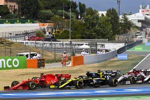 Sebastian Vettel, Ferrari SF1000, Daniel Ricciardo, Renault F1 Team R.S.20, Kimi Raikkonen, Alfa Romeo Racing C39, Kevin Magnussen, Haas VF-20, il resto delle auto alla partenza