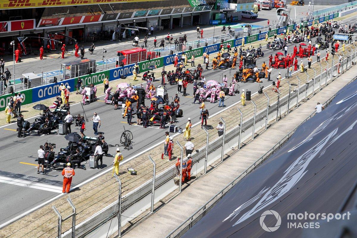 Auto sulla griglia di partenza al GP di Spagna
