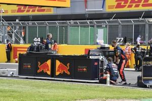 Red Bull mechanics and engineers on the grid