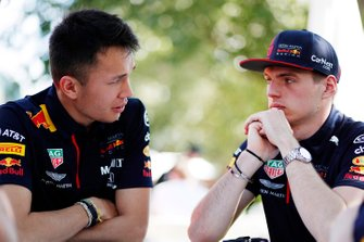 Alex Albon, Red Bull Racing, en Max Verstappen, Red Bull Racing