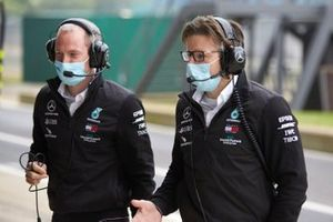 Сотрудники команды Mercedes AMG