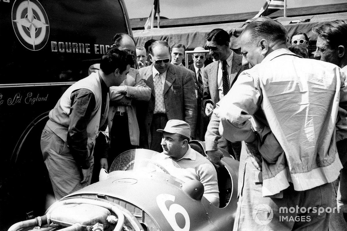José Froilán González, Ferrari se sienta en el BRM P15 de Reg Parnell