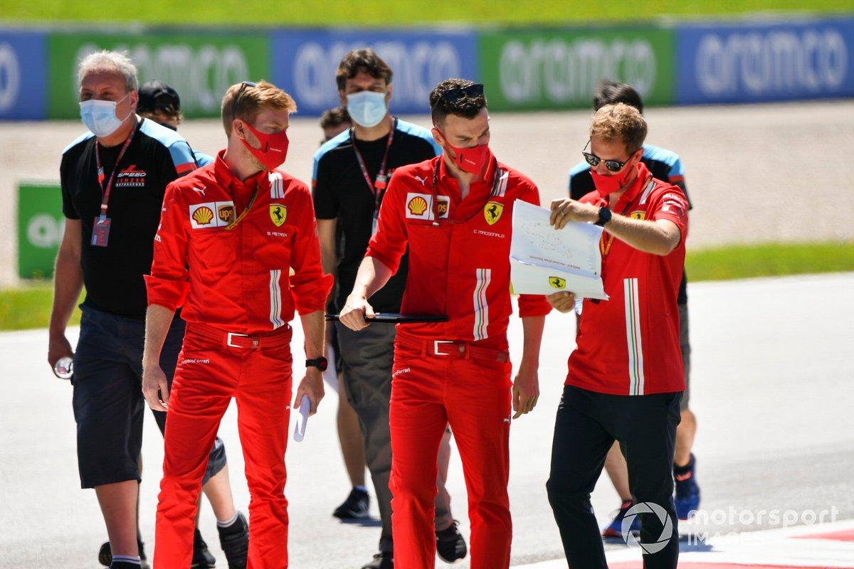 Sebastian Vettel, Ferrari cammina lungo il tracciato