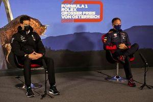 Toto Wolff, Director Ejecutivo (Negocios), Mercedes AMG y Christian Horner, Director de Equipo, Red Bull Racing en la conferencia de prensa