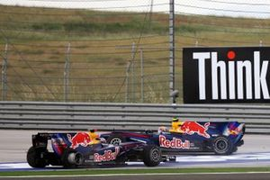 L'incidente tra Mark Webber, Red Bull Racing RB6 Renault e Sebastian Vettel, Red Bull Racing RB6 Renault