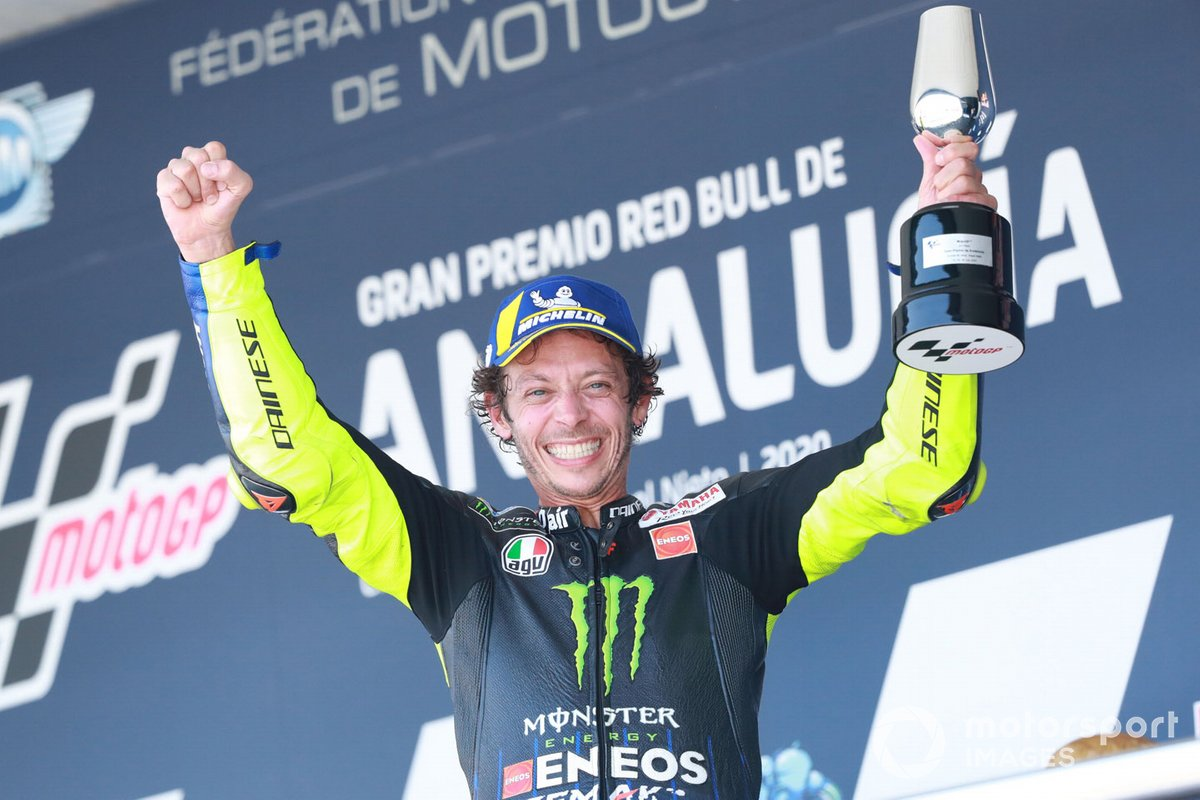 Podio: terzo classificato Valentino Rossi, Yamaha Factory Racing