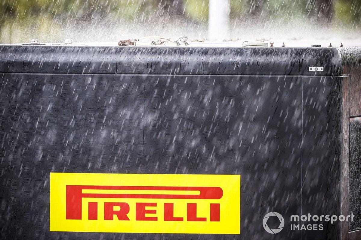 Моторхоум Pirelli под дождем