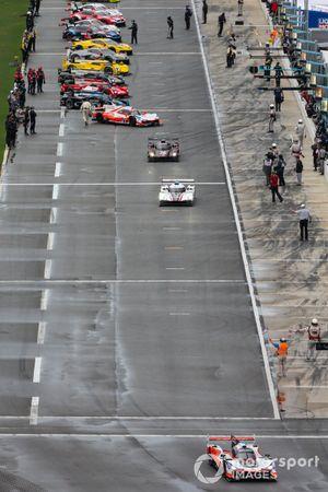 Pre-Race, #7 Acura Team Penske Acura DPi, DPi: Helio Castroneves, Ricky Taylor