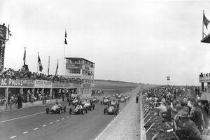 Stirling Moss, Cooper-JAP 500 MkIV al inicio