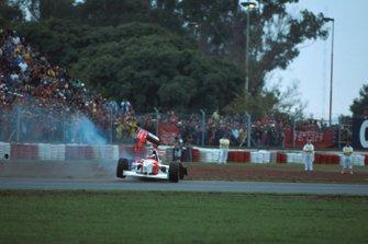 Mika Hakkinen, Mclaren MP4-10 si ritira dopo un contatto con Eddie Irvine, GP d'Argentina del 1995