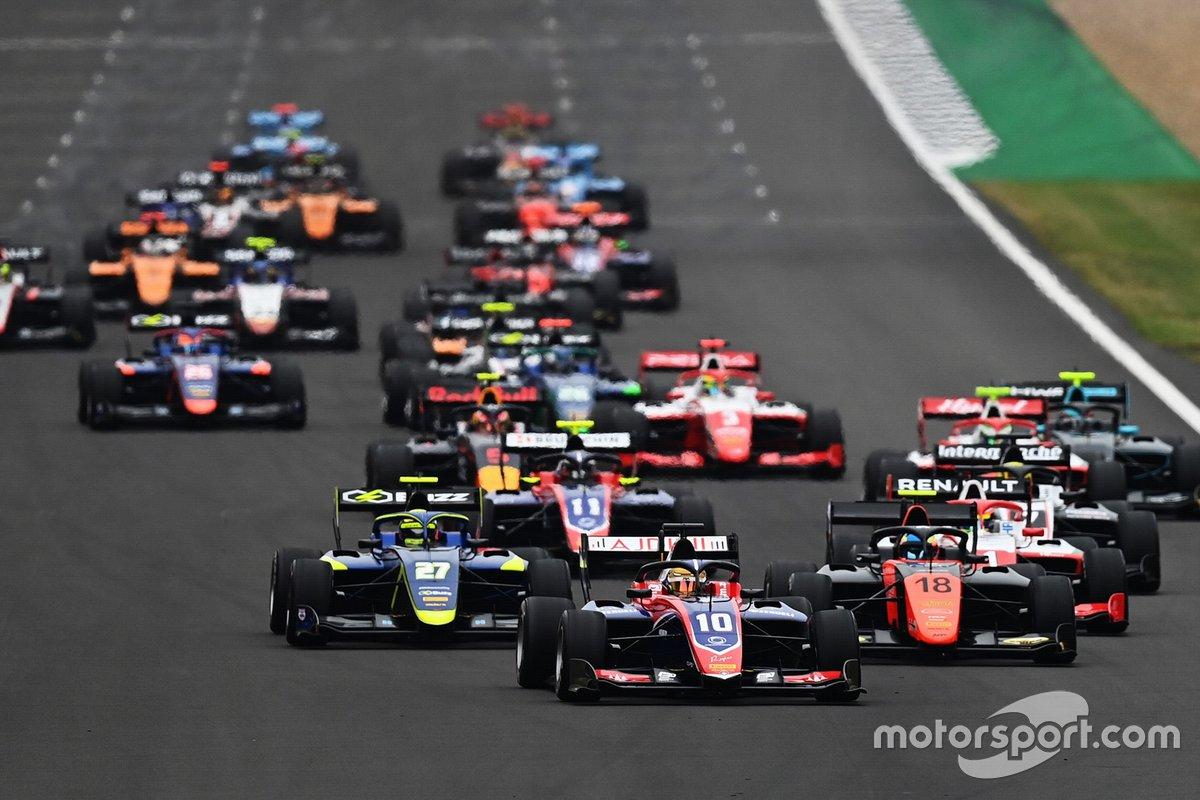 Salida de la F3 en Silverstone