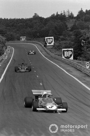 Jacky Ickx, Ferrari 312B2 leads Emerson Fittipaldi, Lotus 72D Ford