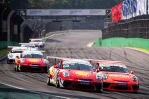 Disputa da Carrera Cup em Interlagos