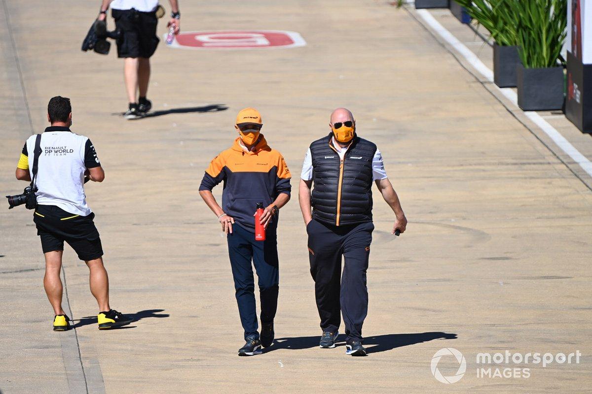 Lando Norris, McLaren en el paddock
