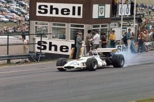 Jackie Oliver, BRM P153 smokes his rear tyres away from the pit straight