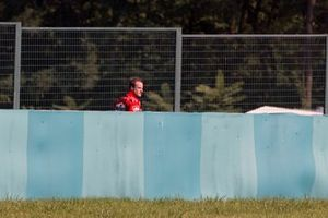 Rubens Barrichello, Ferrari walks back during warm up