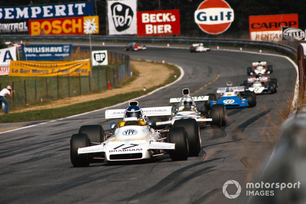 Carlos Reutemann, Brabham BT37 Ford precede Peter Revson, McLaren M19C Ford e Chris Amon, Matra MS120D