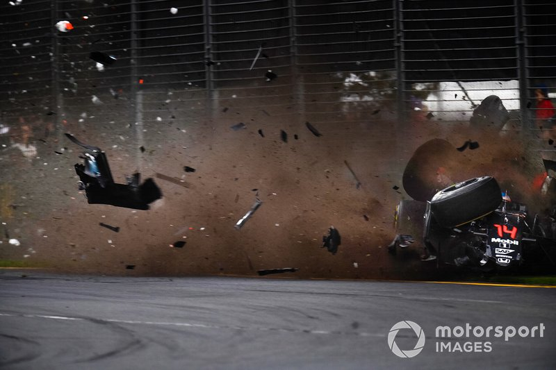 Crash van Fernando Alonso, McLaren MP4-31