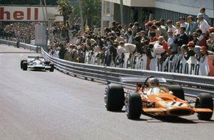 Denny Hulme, McLaren M14A-Ford leads Jean Pierre Beltoise, Matra Simca MS120