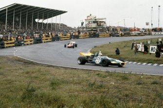 Tim Schenken, Brabham BT33 Ford, Henri Pescarolo, March 711 Ford