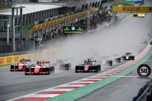 Frederik Vesti, Prema Racing leads Oscar Piastri, Prema Racing, Lirim Zendeli, Trident and Devlin DeFrancesco, Trident at the start of the race