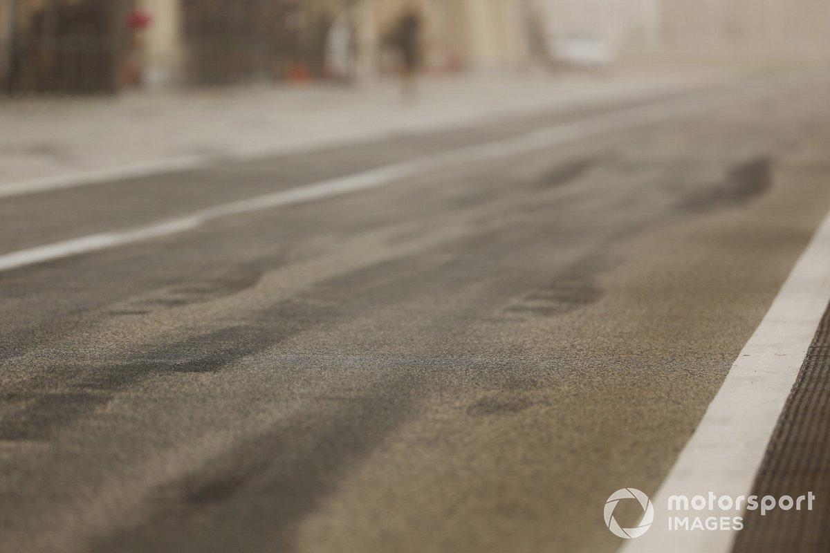 I segni delle gomme Pirelli in pitlane